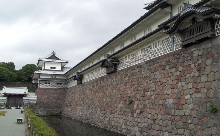O Castelo de Kanazawa foi fundado em 1583. Fiquei algumas vezes sentado em um banco do parque do castelo contemplando seus séculos de história.